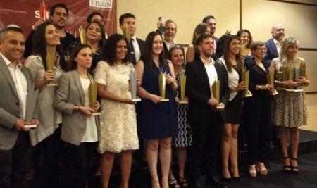 Las mejores campañas de comunicación institucional de Chile subieron por primera vez al podio de los Premios EIKON la noche del 13 de noviembre.